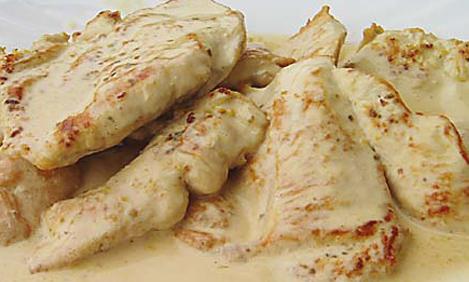Κομμάτια κοτόπουλου με κρέμα γάλακτος και μανιτάρια
