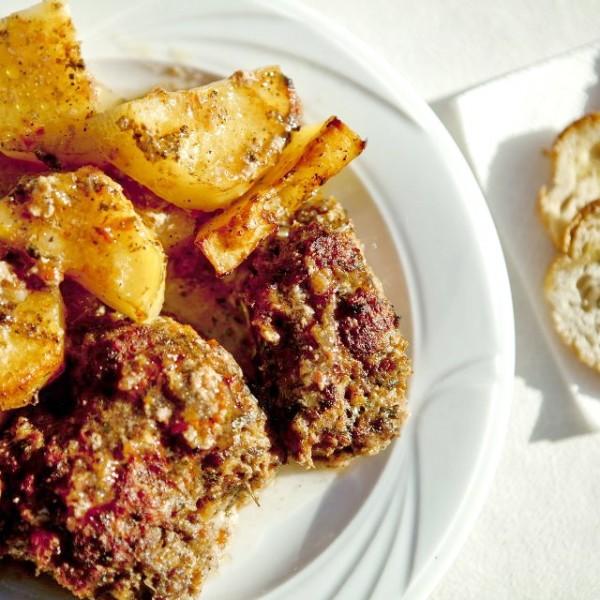 Μπιφτέκια φούνου με μοσχαρίσιο κιμά και φρέσκια ντομάτα