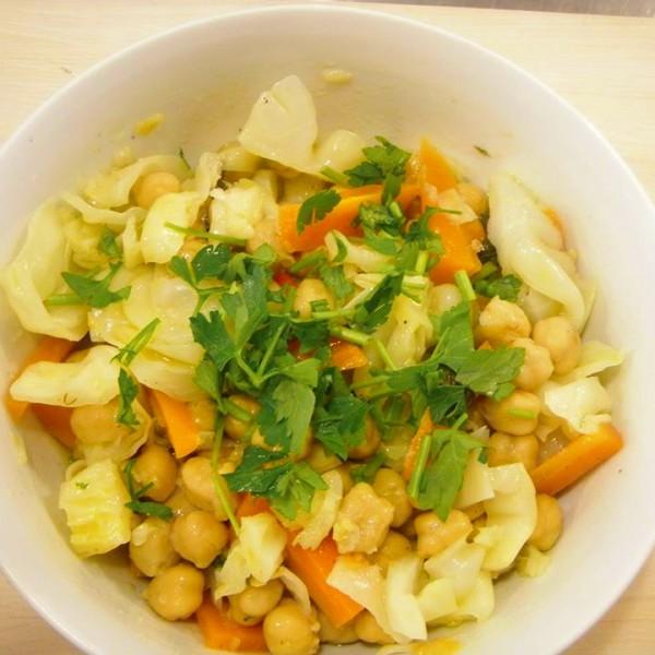 Ρεβυθοσαλάτα με ρεβύθι, καρότο, μαϊντανός και λεμόνι