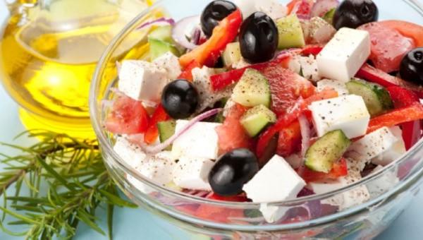 Ντομάτα, αγγούρι, φέτα,ελιά, ελαιόλαδο, κρεμμύδι